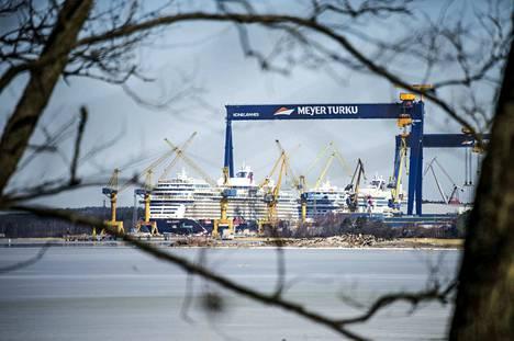 Suomen telakoiden laivatilaukset antavat sysäyksen Suomen vientiin ensi vuonna, arvioidaan Elinkeinoelämän tutkimuslaitos Etlan suhdanne-ennusteessa.