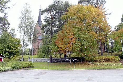 Suomalaisten uskontokuntiin kuulumattomien määrä kasvaa jatkuvasti. Tämä näkyy muun muassa kirkon jäsenmäärän vähenemisenä. Kuvituskuva.