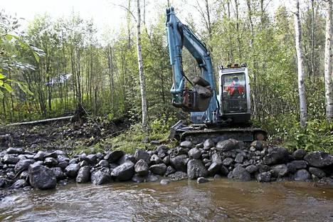 Jokien ja purojen kalakantoja pyritään elvyttämään ja turvaamaan kutupaikkoja uudestaan rakentamalla ja vaellusesteitä poistamalla. Myllypurossa Multialla aletaan poistaa esteitä taimenen vaellusteiltä loka-marraskuussa.