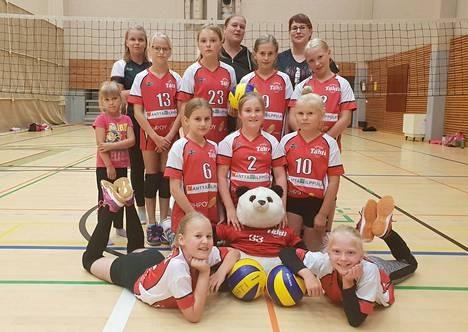 Tähden E1-tyttöjen joukkue pelaa tällä kaudella ikäsarjaa ylempänä.