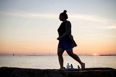 Pysyvä kesäaika toisi pidemmät illat, pysyvä talviaika hiukan valoisammat aamut.