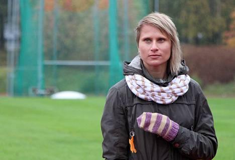Korkeushyppääjä Laura Rautanen lopettaa kilpauransa. Jatkossa hänet näkee urheilukentän sijaan salibandykentillä.
