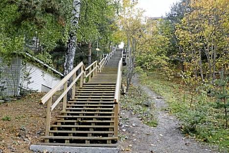Pispalan portaat ovat erittäin suosittu kuntoilupaikka. Merkki näkyy kuvan keskellä portaiden vasemmalla puolella.