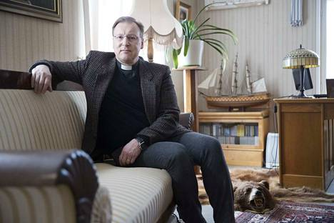 Merikarvian kirkkoherra Tom Broberg
