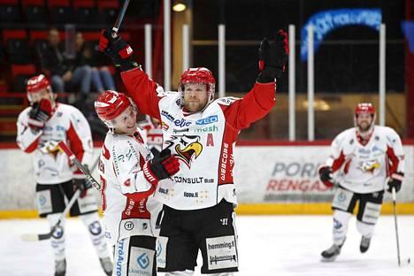 Sportin Roope Talaja tuuletti tällä kaudella 0–2-maalia Isomäki-areenassa.