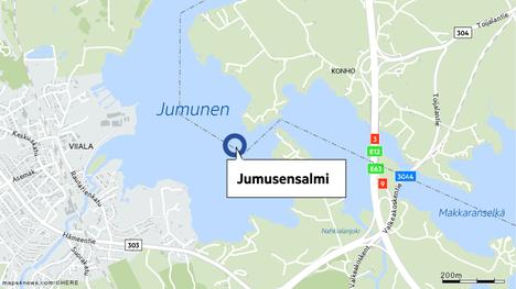 Pirkanmaan pelastuslaitoksen mukaan laiva ajoi matalikkoon Akaassa Jumusensalmen länsipuolella Vanajavedellä.