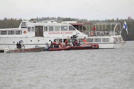 M/S Tampere irtosi neljän tunnin operaation jälkeen hieman ennen kello kahta sunnuntaina.