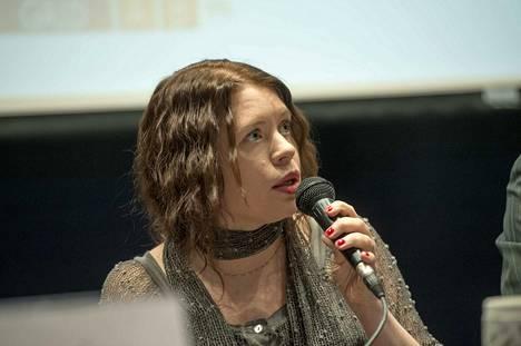 Anna Kontula kirjoitti omiin havaintoihinsa ja edustajakollegoiden haastatteluihin perustuvan kirjan eduskunnan arjesta.