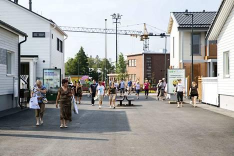 Kovat helteet toivat Porin Asuntomessujen elintarvike- ja vesihuoltoon haasteita.