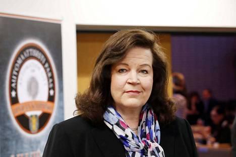 Anne Holmlund (kok.) lähtee ehdolle ensi kevään eduskuntavaaleissa.