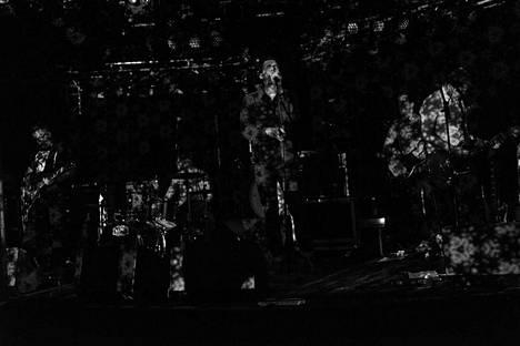 Vuoret-yhtyeeseen kuuluvat kitaristi Sami Nissinen (vas.), rumpali Konsta Pokkinen, laulaja Teemu Into, basisti Olli Sillanpää ja kitaristi Ville Aalto.