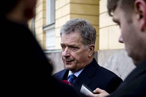 Tasavallan presidentti Sauli Niinistö on kommentoinut hänestä kirjoitettuja kirjoja julkisuudessa myös melko kärkevästi.