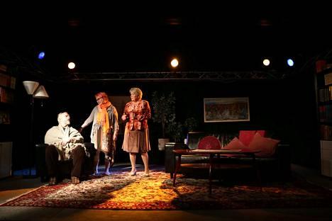 Näytelmän rooleissa nähdään muun muassa Mika Latvanen, Eija Hammarberg ja Aino-Maija Hyttilä. Heidän lisäkseen lavalla nähdään myös Harry Viita.