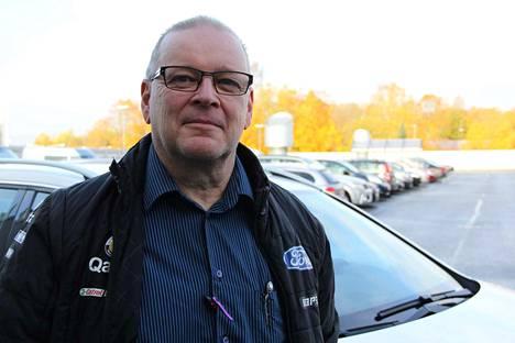 Taksiyrittäjä Ari-Martti Yli-Koiviston mukaan sote-kyydit alkavat Valkeakoskella sujua, kunhan kuljettajat saavat tietää hinnan heti tilauksen yhteydessä.