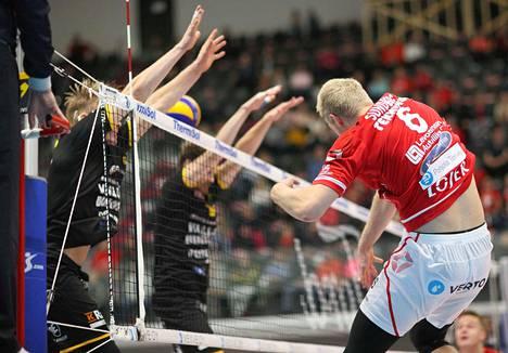 VaLePan ratkaisijoihin kuului yleispelaaja Erik Sundberg, joka paikkasi Urpo Sivulaa. Loimaan torjujina olivat Antti Ropponen ja Matti Oivanen.