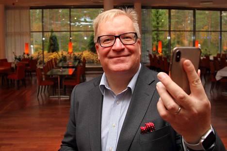 Kimmo Rouskun mukaan matkapuhelinten tietoturvaan kannattaa satsata etukäteen.