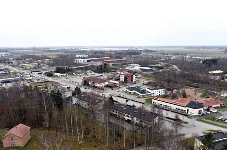 Nakkilan perussuomalaiset halusivat, että kunta ottaisi asvaltoidakseen keskustaa halkovan Porintien keskeisiltä osin, mutta kunnanhallitus katsoi, että se tulisi liian kalliiksi kunnan resursseihin nähden.