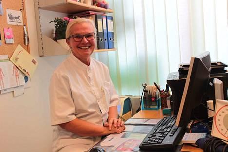 Marja Kaukola on hyväntuulinen lääkäri. Hän on viihtynyt Vammalassa.