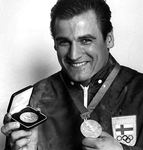 Kaarlo Kangasniemi voitti Meksikon olympialaisissa 1968 Suomen ainoan kultamitalin. Porilaisen voitto tuli vain hetki sen jälkeen, kun Bob Beamon oli ponkaissut pituushypyssä legendaarisen ME:n 890. 90-kiloisten sarjassa nostanut Kangasniemikin teki ME:n: tempauksessa tuli tulos 157,5 kg.