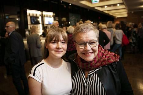 Lahdesta äskettäin Tampereelle muuttanut Eeva-Liisa Liesmäki (oik.) suositteli tyttären tyttärensä Olivia Lammin kanssa Billy Elliot -musikaalia kaikille.