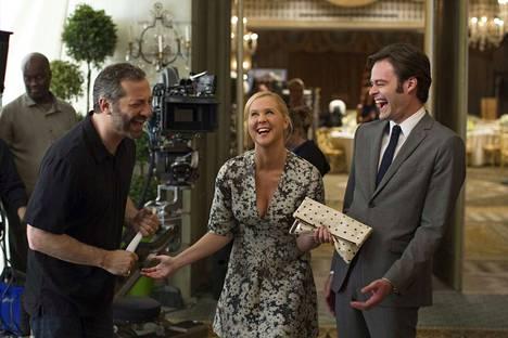 Ihan yön ohjaaja Judd Apatow (vas.) sekä Amyn roolin näyttelevä Amy Schumer ja Bill Hader, jolla on Aaron Connersin rooli.