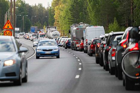 Ajoneuvokilometrejä kertyy enemmän kuin koskaan aiemmin. Tämä nielaisee hyödyn, joka esimerkiksi biopolttoaineilla saavutetaan.