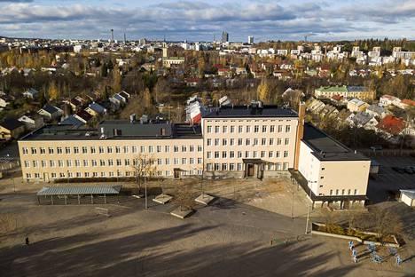 Sisäilmaongelmista kärsivä Nekalan koulu on suurin koulu- ja päiväkotirakennus, josta Tampereen kaupunki on luopumassa. Rakennushistoriallisesti arvokkaan rakennuksen tuleva käyttö ei ole tiedossa.