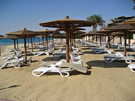 Valmismatkat Hurghadaan olivat melkein kolme vuotta katkolla terroriuhkien takia, mutta nyt matkanjärjestäjät lennättävät jälkeen suomalaisia nauttimaan Punaisenmeren rantalomista.