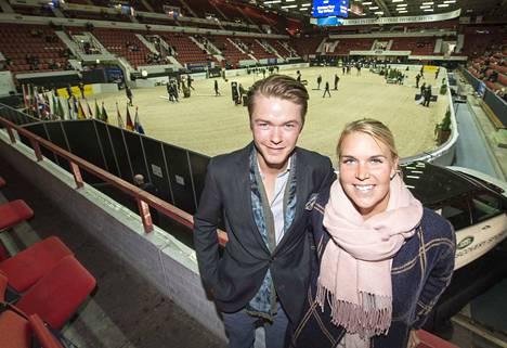 Elmo Jankari ei ole aikaisemmin kisannut Horse Show'ssa. Sanna Siltakorpi kisasi 1990-luvulla poniluokassa.