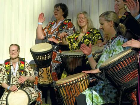 Suosittu rumpuorkesteri Zamburu on yksi Nakkilan kirkossa järjestettävän Uskon yön esiintyjistä. Zamburun lisäksi kirkossa musisoivat Emilia Koskinen, Pasi Nieminen. Ohjelmassa on myös tanssiesitys.