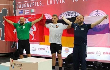 Tamperelainen Tapio Tuomisto (oik.) urakoi MM-pronssia alle 95-kiloisten amatöörisarjassa. Kultaa vei saksalainen Vadim Sichwardt ja hopeaa liettualainen Arturas Talijunas.