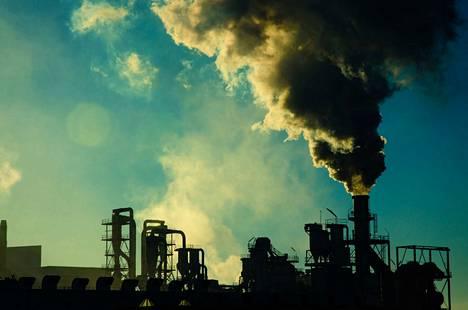 Kirjoittajan mukaan jokainen energiamuoto on saastuttava jossakin vaiheessa. Ainoa toimiva vaihtoehto on ylikulutuksen hillitseminen.