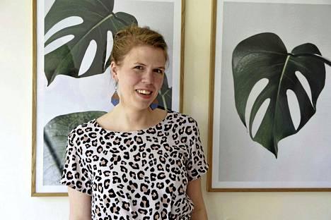 Rahakirjailija, bloggari Julia Thurén ei moneen vuoteen kehdannut pyytää palkankorotusta, koska hän ei halunnut olla ahne, aggressiivinen nainen. –Toisaalta kukaan muu ei puolusta oikeuksiasi kuin sinä itse. Tärkeintä on avata neuvotteluyhteys palkasta keskustelemiseen esihenkilön kanssa, Thurén sanoo.
