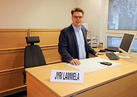Jyri Lammela aloitti Juupajoen kunnanjohtajan työt maanantaina 22. lokakuuta. Työhuone on Juupajoen kunnanviraston kulmahuone.