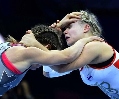Petra Olli (oik.) ja Danielle Lappage väänsivät hurjan MM-finaalin.