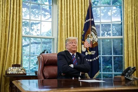 Donald Trump on kieltäytynyt luopumasta henkilökohtaisesta puhelimestaan. Se aiheuttaa Valkoisessa talossa paljon päänvaivaa.