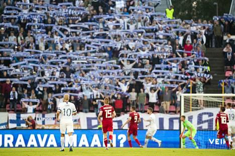 Suomen jalkapallomaajoukkue voitti Unkarin lauantaina Ratinassa. Pohjoiskaarteen fanit täyttivät päätykatsomon syyskuun alussa.