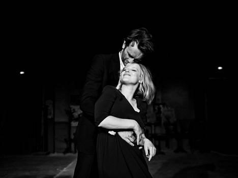 Rakkaus heittelee Zulaa (Joanna Kulig) ja Wiktoria (Tomasz Kot) ympäri Eurooppaa toista maailmansotaa seuraavina vuosikymmeninä.