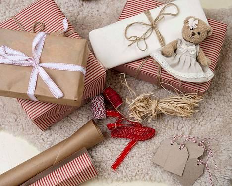 Yritysten antamien joululahjojen verovapaus edellyttää, että ne ovat arvoltaan vähäisiä ja ne annetaan koko henkilökunnalle.
