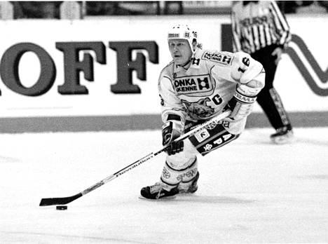 Risto Siltanen tunnettiin kaukalossa lempinimillä Rike, Parrunpätkä, The Little Hulk ja The Incredible Hulk. Pienikokoisen mutta vahvan puolustajan tehokkain ase oli hurja lämäri.