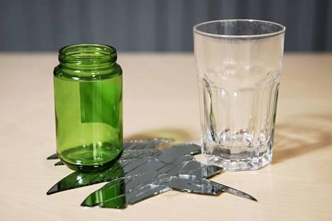 Näistä vain yksi kelpaa lasinkeräykseen. Juomalasi ja peli joutaa sekajätteeseen.