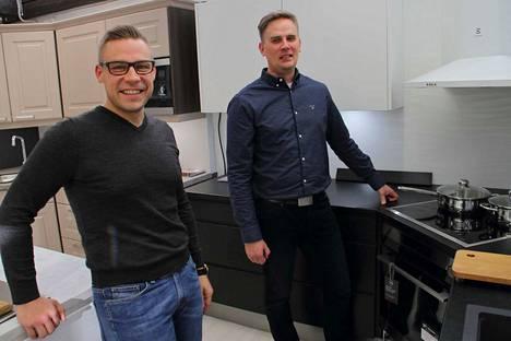 Toimitusjohtaja Jaakko Husari sekä muutama viikko sitten yrityksen palveluksessa aloittanut myyjä Tapio Mäkinen uskovat, että kuluttajat arvostavat laadukkaita ja kestäviä materiaaleja.