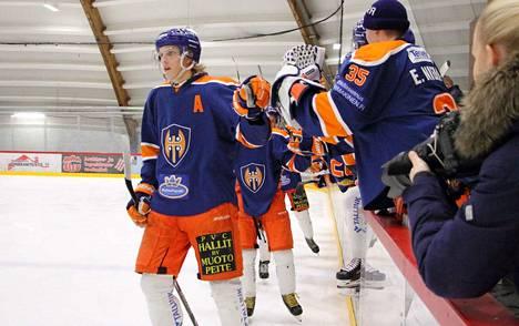 Nuorten SM-liigakauden kovin pistemies Tapparan riveistä on tällä hetkellä Lassi Vanhatalo (vas.), joka lisäsi viikon tuplakierroksella saldoonsa tehot 3+3.