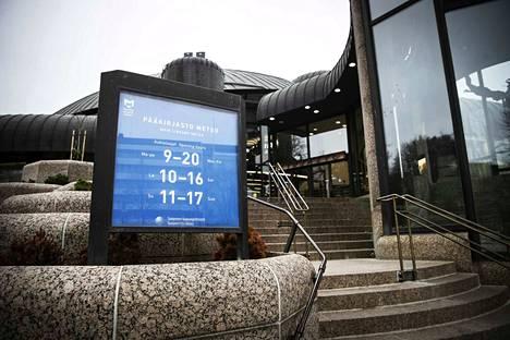 Kirjastojen uudet aukioloajat astuivat voimaan vuoden 2018 alusta alkaen. Suurin muutos vanhaan on pääkirjasto Metson uusi sunnuntaiaukiolo.