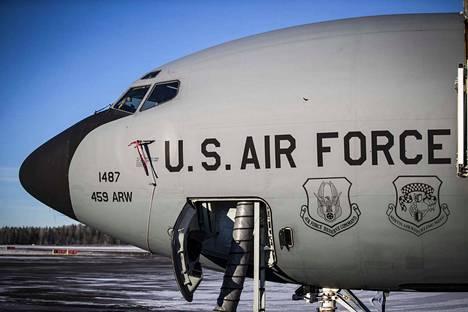 Yhdysvaltain ilmavoimien KC-135-ilmatankkauskone kävi tiistaina tankkaamassa harjoitukseen osallistuvia hävittäjiä Trondheimin yllä.