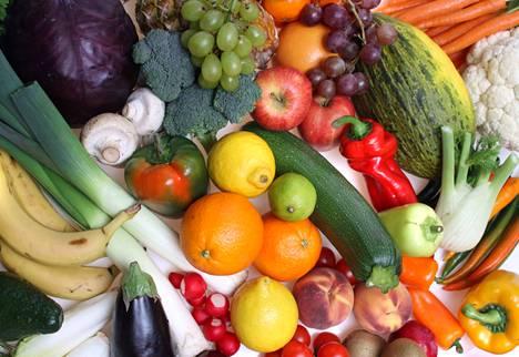 Avomaankasvit ja palkokasvit ovat ilmastoystävällisen ruokavalion ytimessä. Hedelmien ja kasvisten kuljetusketju on viritetty niin tehokkaaksi, että kuljetuksen osuus ympäristövaikutuksista on yleensä pieni.