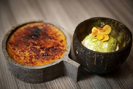 Chai latte -mausteinen ja hyvin makea crème brûlée raikastuu, kun sen kanssa maistaa kookossorbettia.