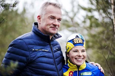 Matti Haavisto jatkaa Krista Pärmäkosken valmentajana, vaikka on nyt myös koko hiihtomaajoukkueen päävalmentaja. Yhteistyö on pysynyt ennallaan.