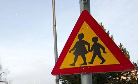 Koululaisen isä oli tarjonnut huonon sään takia kyytiä.