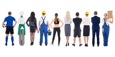 Yhä useampi suomalainen tekee töitä sekä yrittäjänä että työntekijänä varsinkin isoissa kaupungeissa. Yritysten määrä onkin kasvanut viime vuoteen verrattuna.